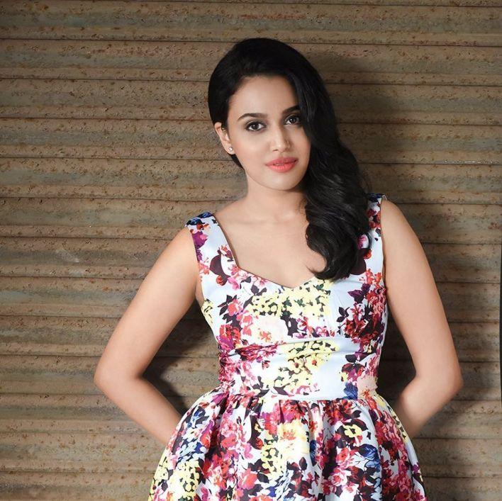 40+ Charming Photos of Swara Bhaskar 34