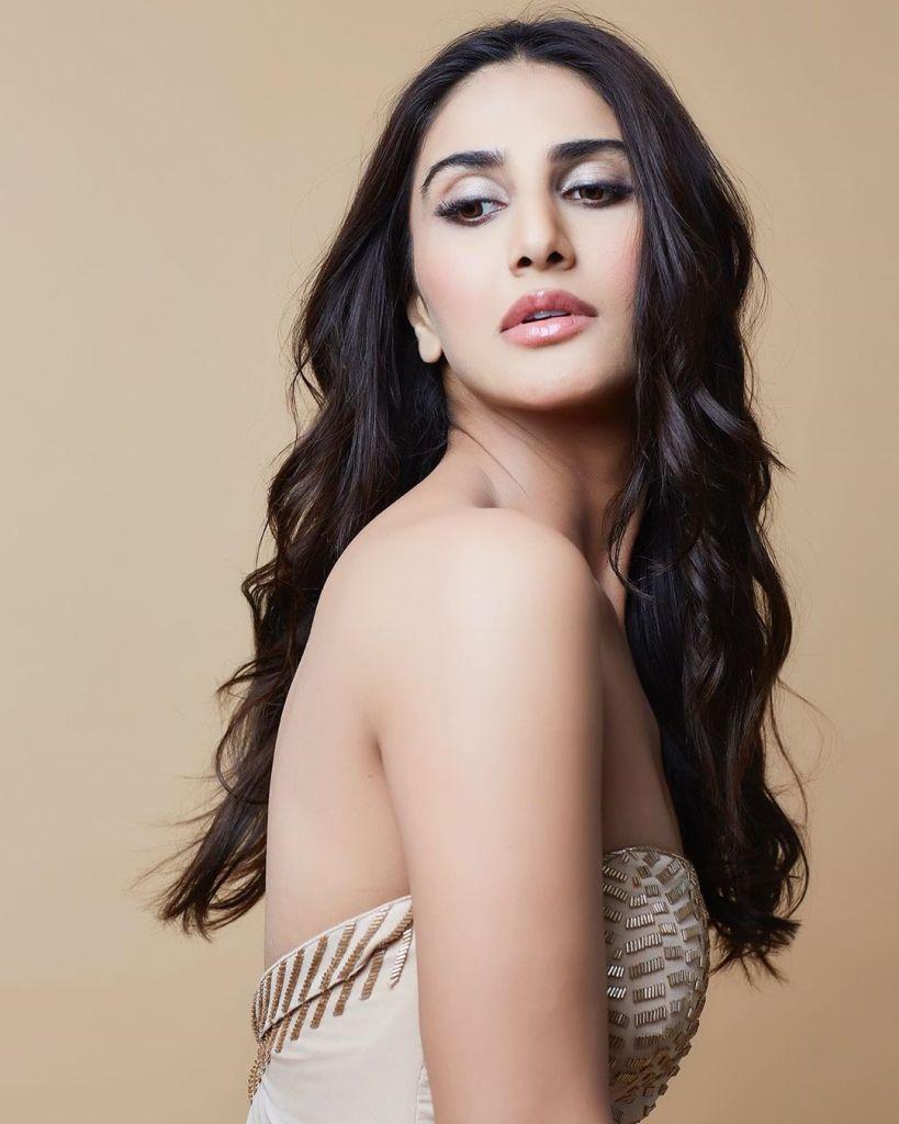 36+ Stunning Photos of Vaani Kapoor 21