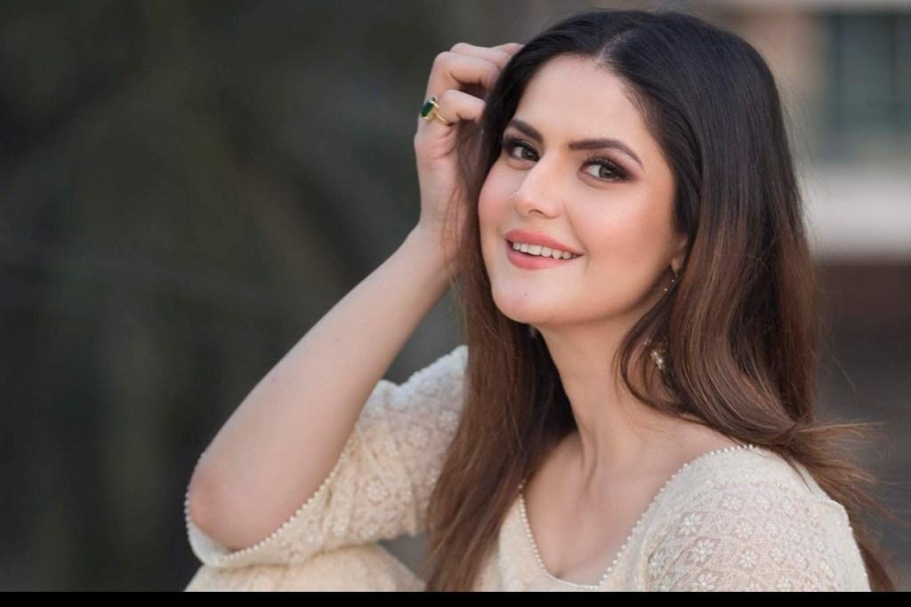 45+ Stunning Photos of Zareen Khan 3