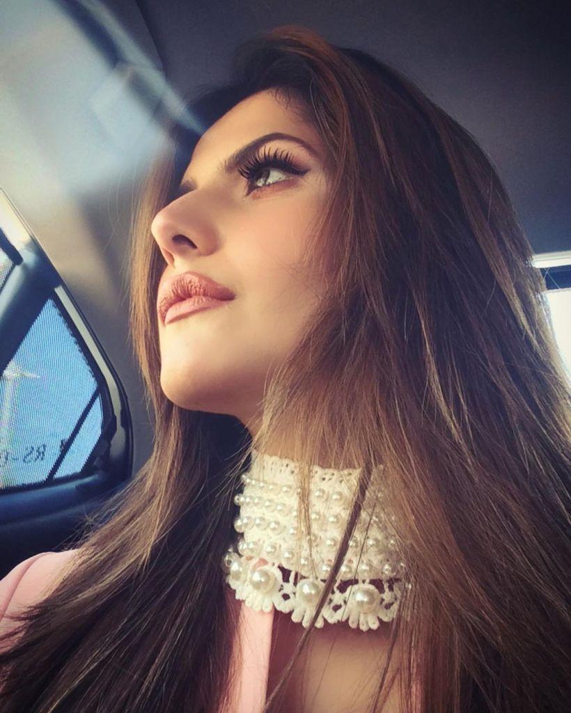 45+ Stunning Photos of Zareen Khan 23