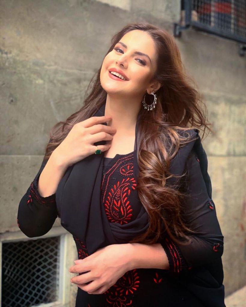 45+ Stunning Photos of Zareen Khan 6