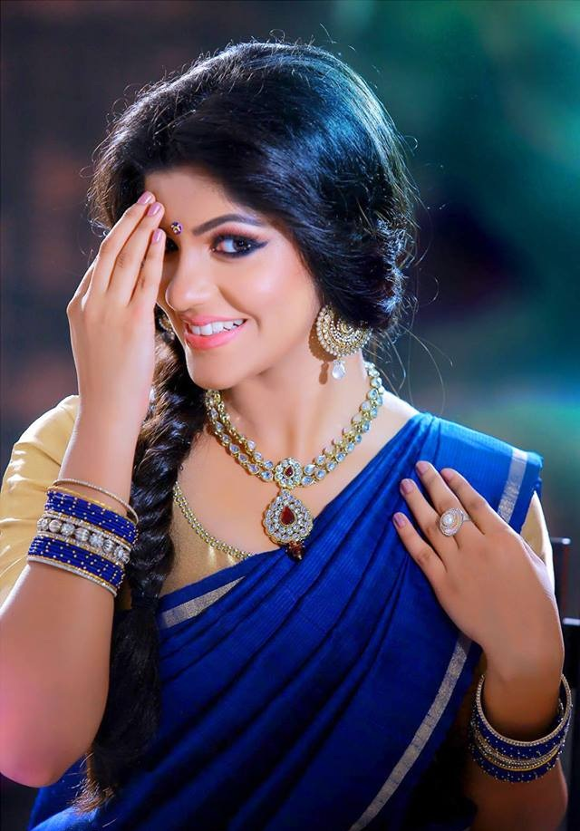 53+ Gorgeous Photos of Aparna Balamurali 126