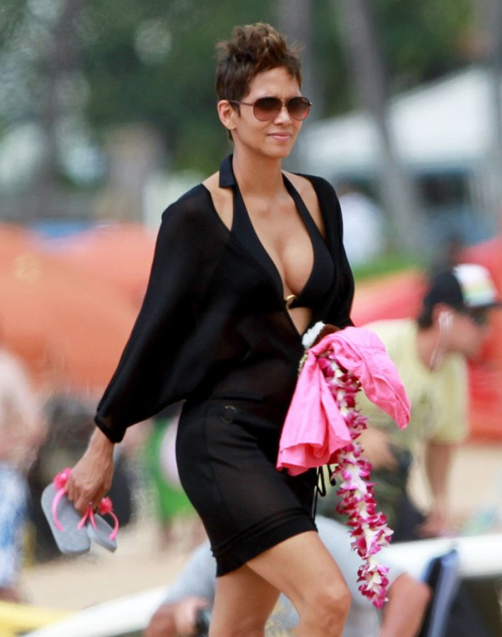 59+ Charming Photos of Halle Berry 9