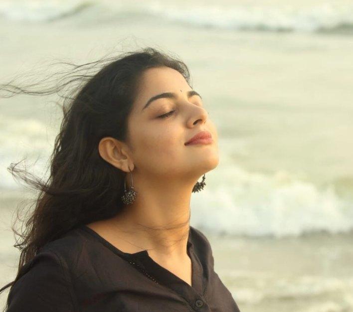 48+ Gorgeous Photos of Nikhila Vimal 12