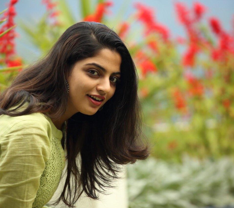 48+ Gorgeous Photos of Nikhila Vimal 14