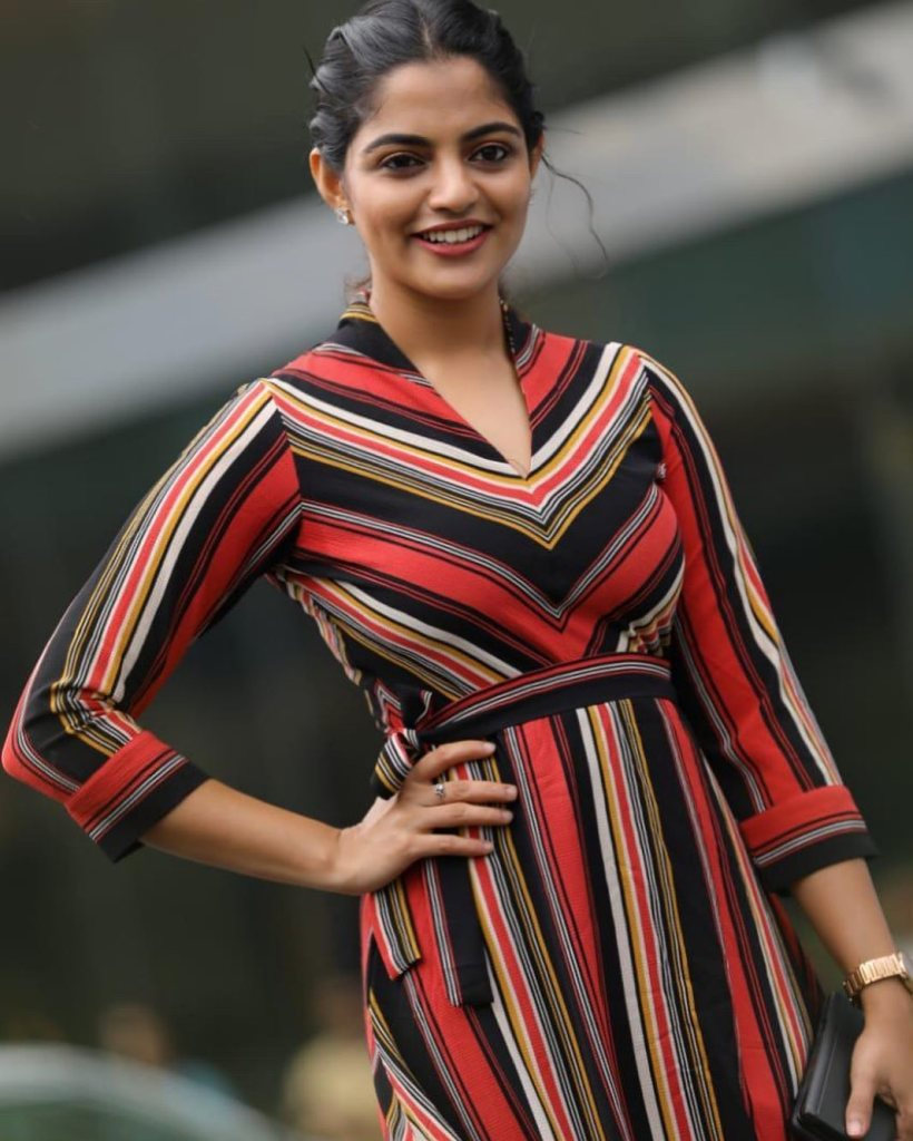 48+ Gorgeous Photos of Nikhila Vimal 106