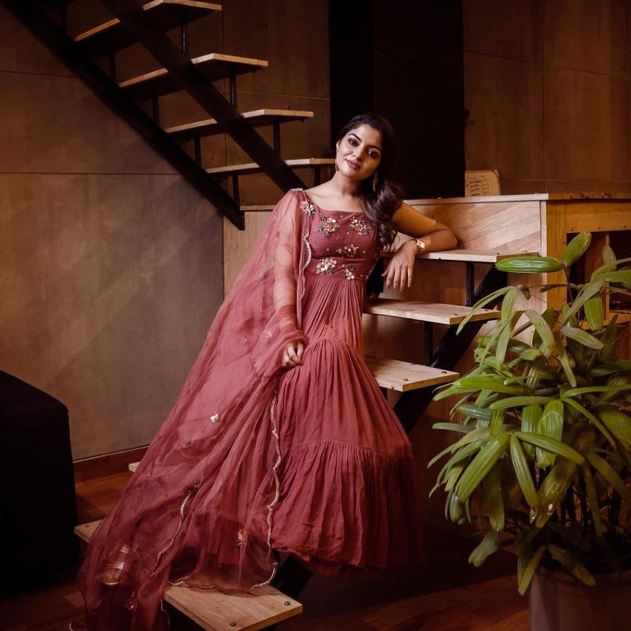 48+ Gorgeous Photos of Nikhila Vimal 30