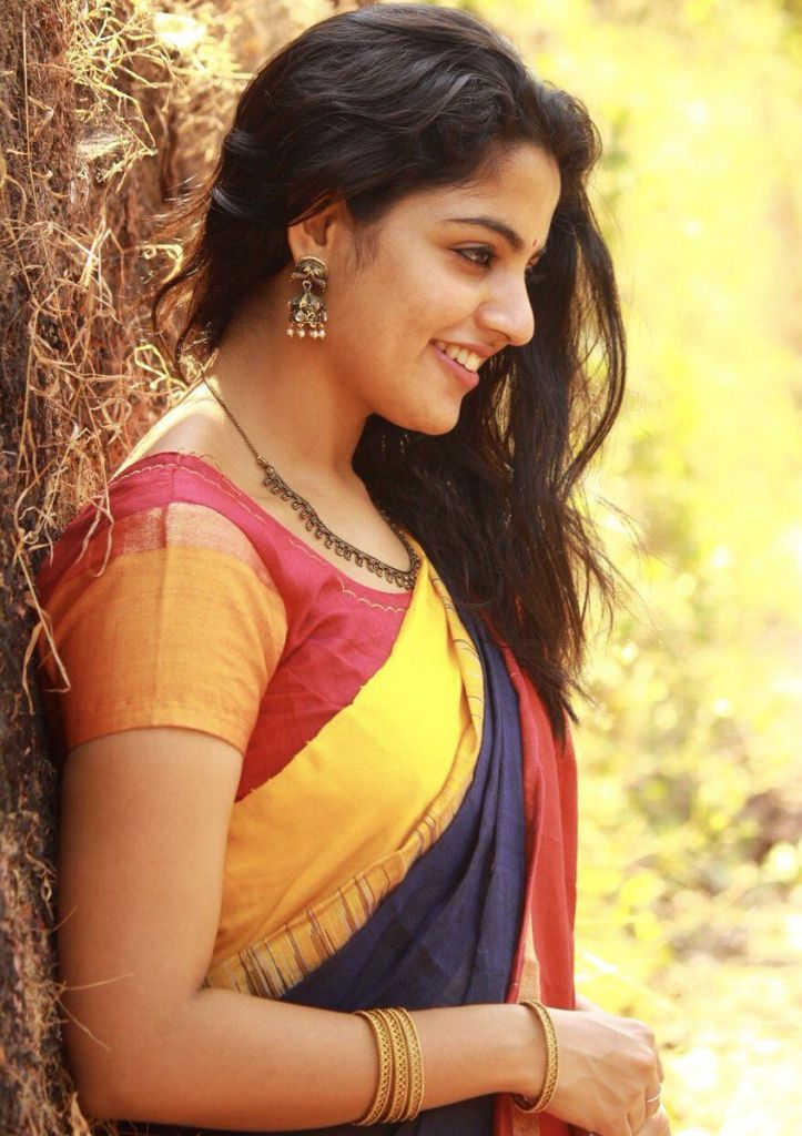 48+ Gorgeous Photos of Nikhila Vimal 127