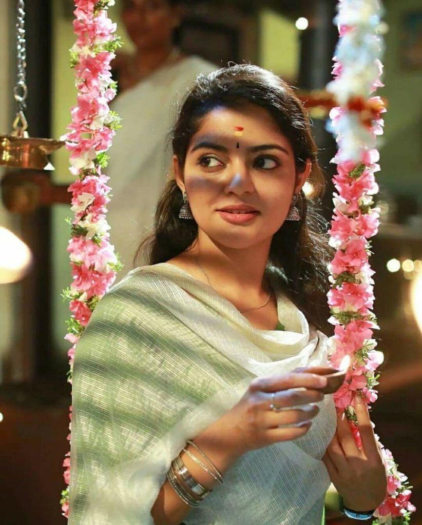 48+ Gorgeous Photos of Nikhila Vimal 49