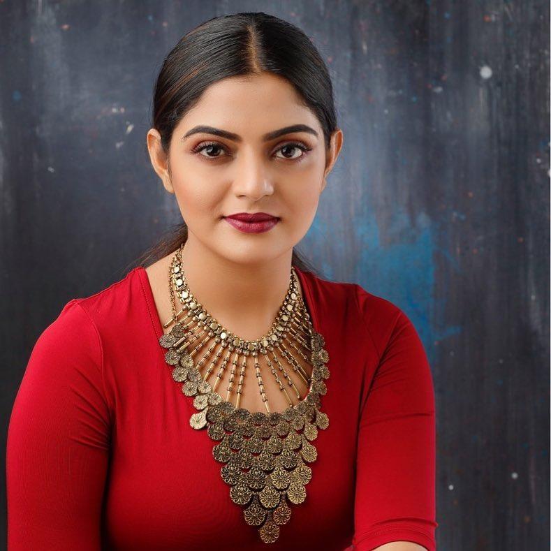 48+ Gorgeous Photos of Nikhila Vimal 50