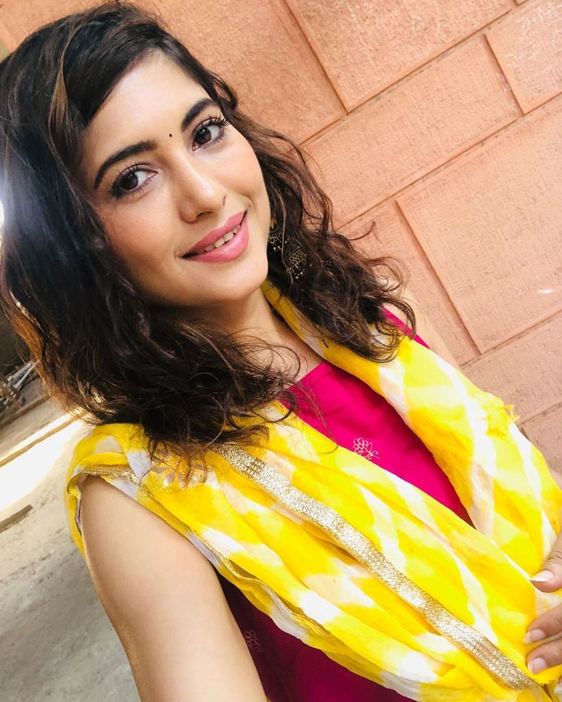 Poonam Rajput Beautiful Photos, Wiki, Age, Biography, and Movies 90