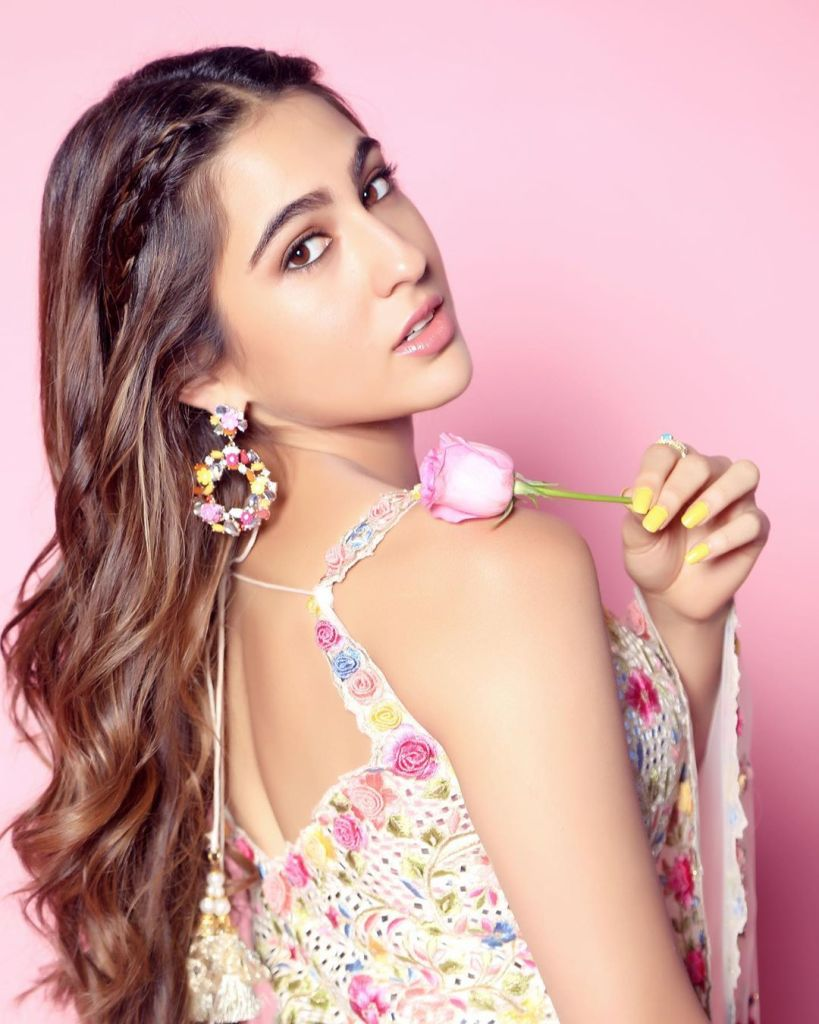 30+ Glamorous Photos of Sara Ali Khan 96