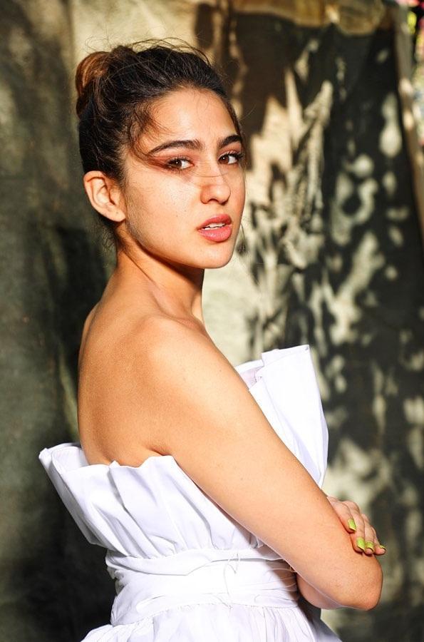 30+ Glamorous Photos of Sara Ali Khan 97