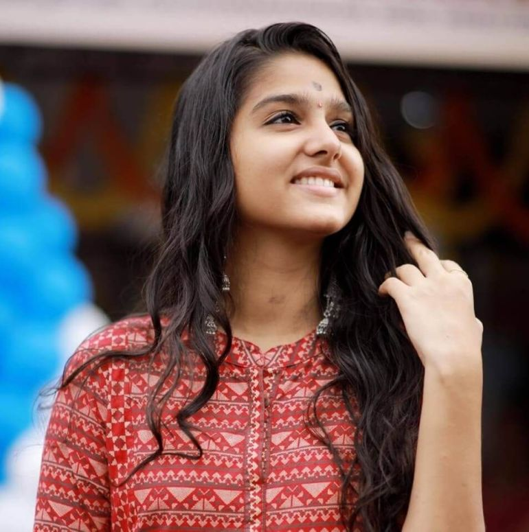 18+ Cute Photos of Anaswara Rajan 15