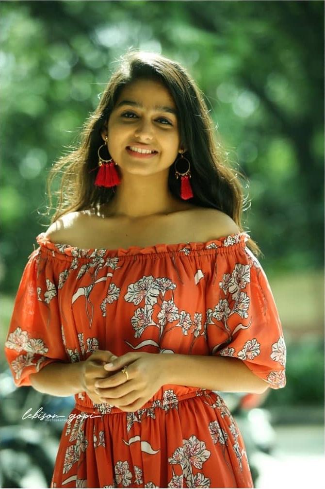 18+ Cute Photos of Anaswara Rajan 4