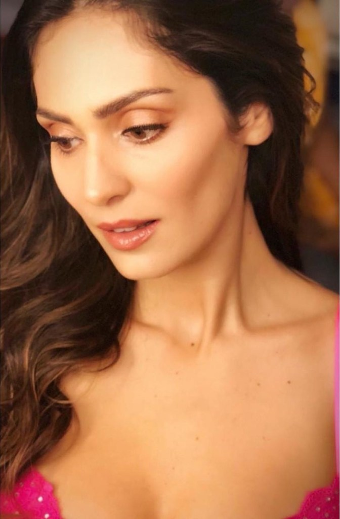 29+ Stunning Photos of Bruna Abdullah 20