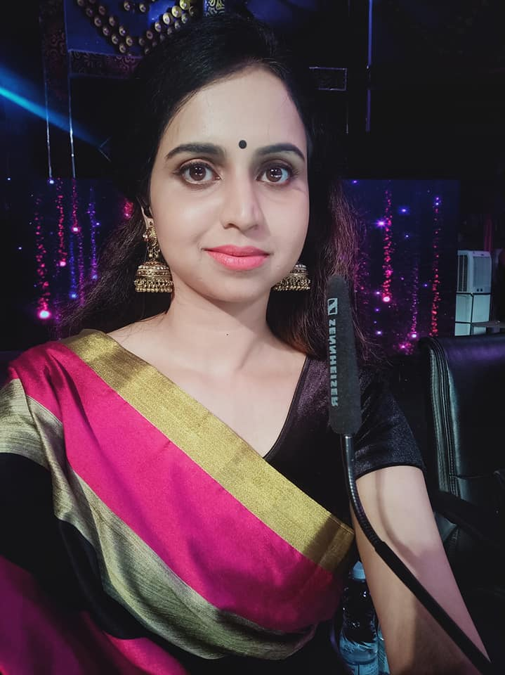 Mridula Warrier Wiki, Age, Family, Movies, HD Photos, Biography, and More 3