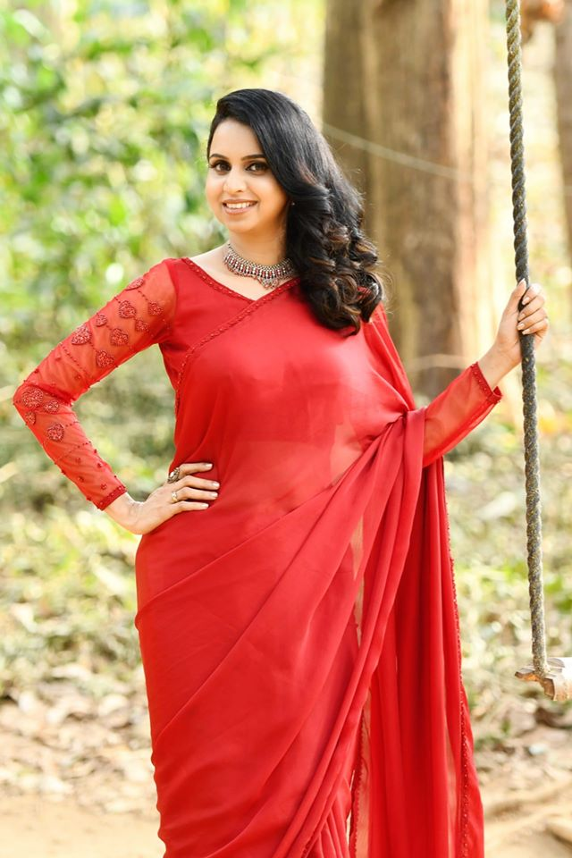 Mridula Warrier Wiki, Age, Family, Movies, HD Photos, Biography, and More 8