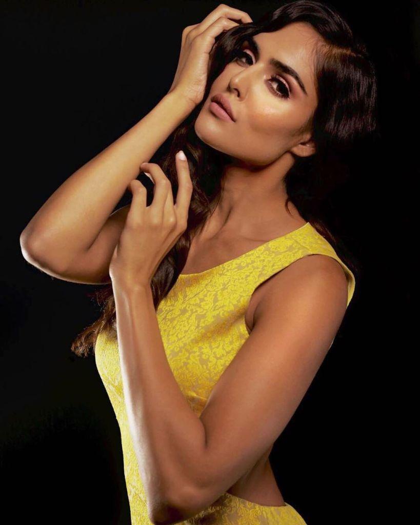 37+ Glamorous Photos of Nathalia Kaur 25