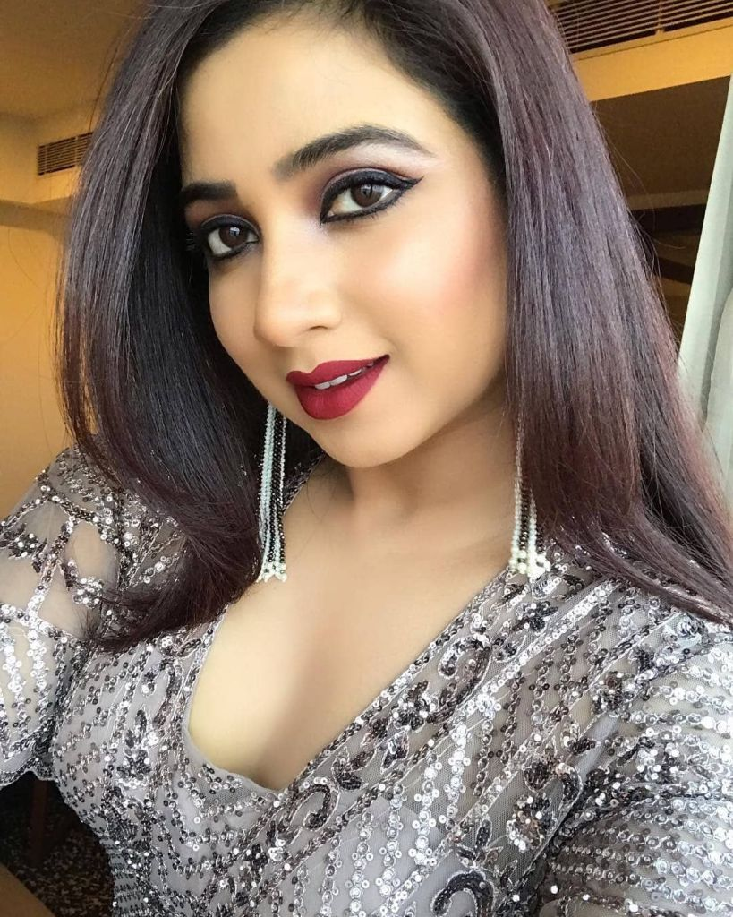 Shreya Ghoshal Wiki, Age, Family, Movies, HD Photos, Biography, and More 96