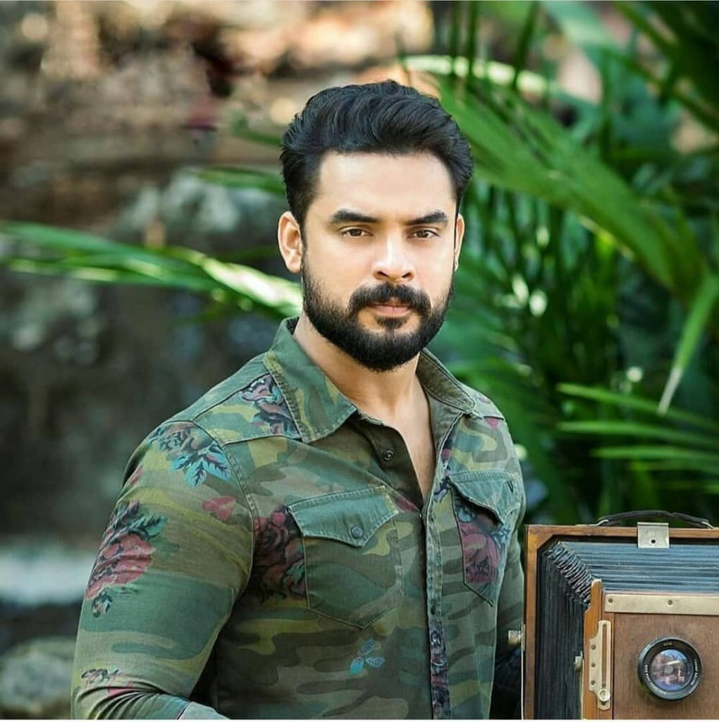 Tovino Thomas Wiki, Age, Family, Movies, HD Photos, Biography, and More 91