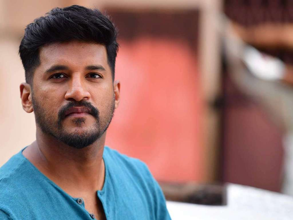 Vijay Yesudas Wiki, Age, Family, Movies, HD Photos, Biography, and More 86