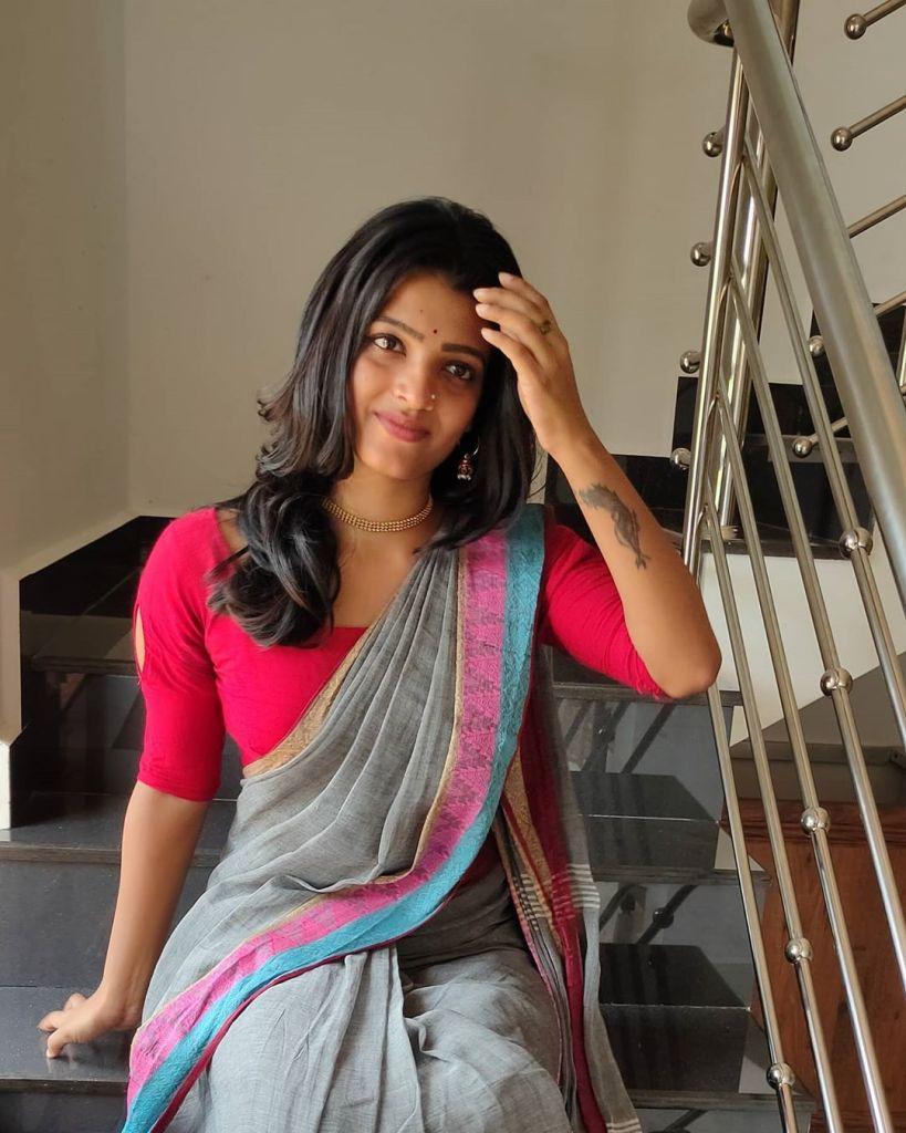 Aishwarya Rai's doppelganger, Kerala Tik Tok Star Amrutha Saju Gorgeous Photos 58