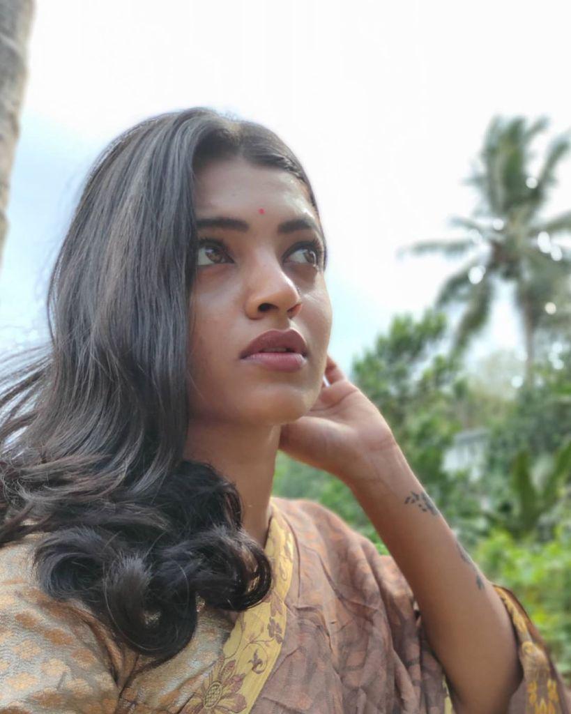Aishwarya Rai's doppelganger, Kerala Tik Tok Star Amrutha Saju Gorgeous Photos 65