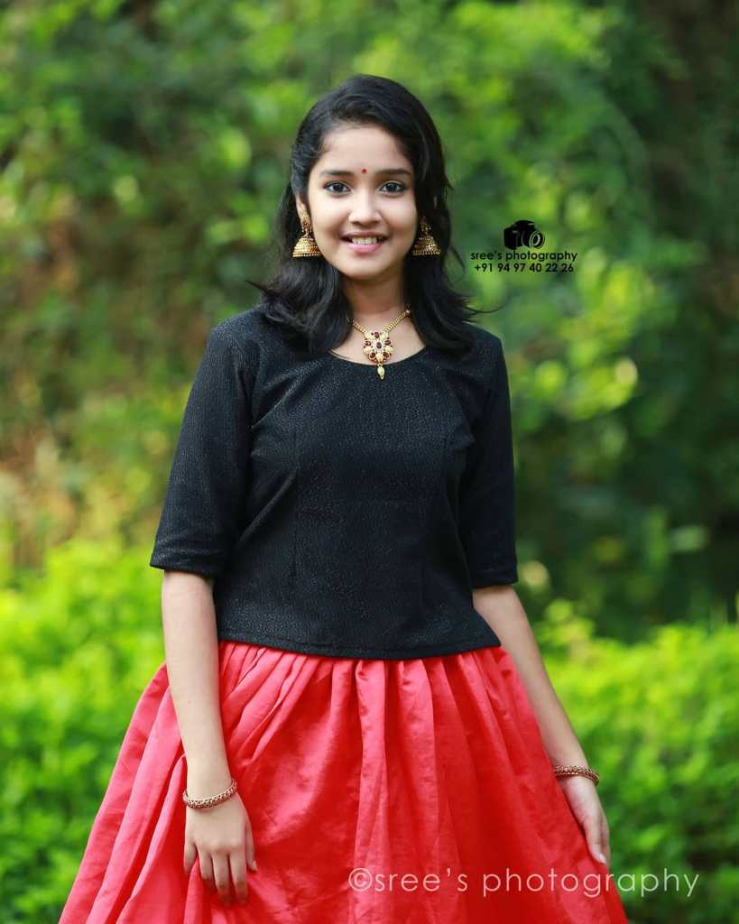 Anikha Surendran Wiki, Age, Biography, Movies and Beautiful Photos 15