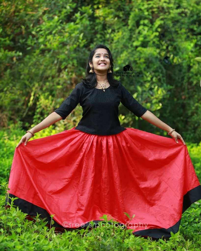 Anikha Surendran Wiki, Age, Biography, Movies and Beautiful Photos 17