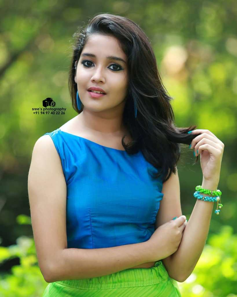 Anikha Surendran Wiki, Age, Biography, Movies and Beautiful Photos 20