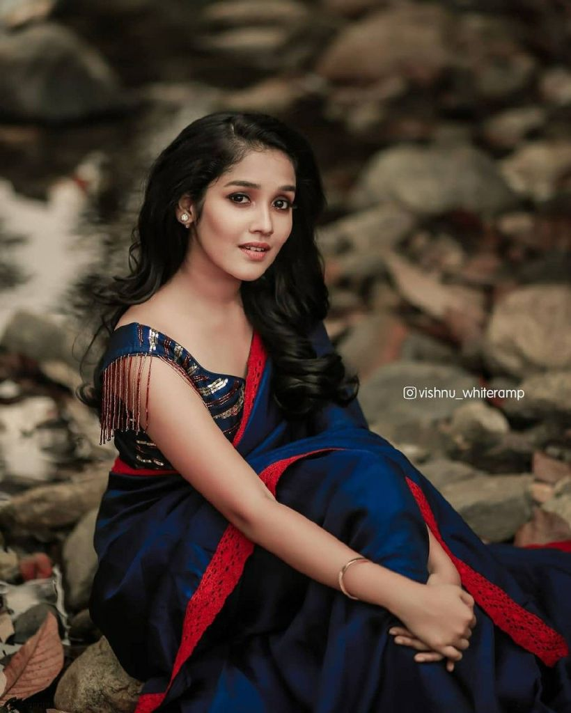 Anikha Surendran Wiki, Age, Biography, Movies and Beautiful Photos 32
