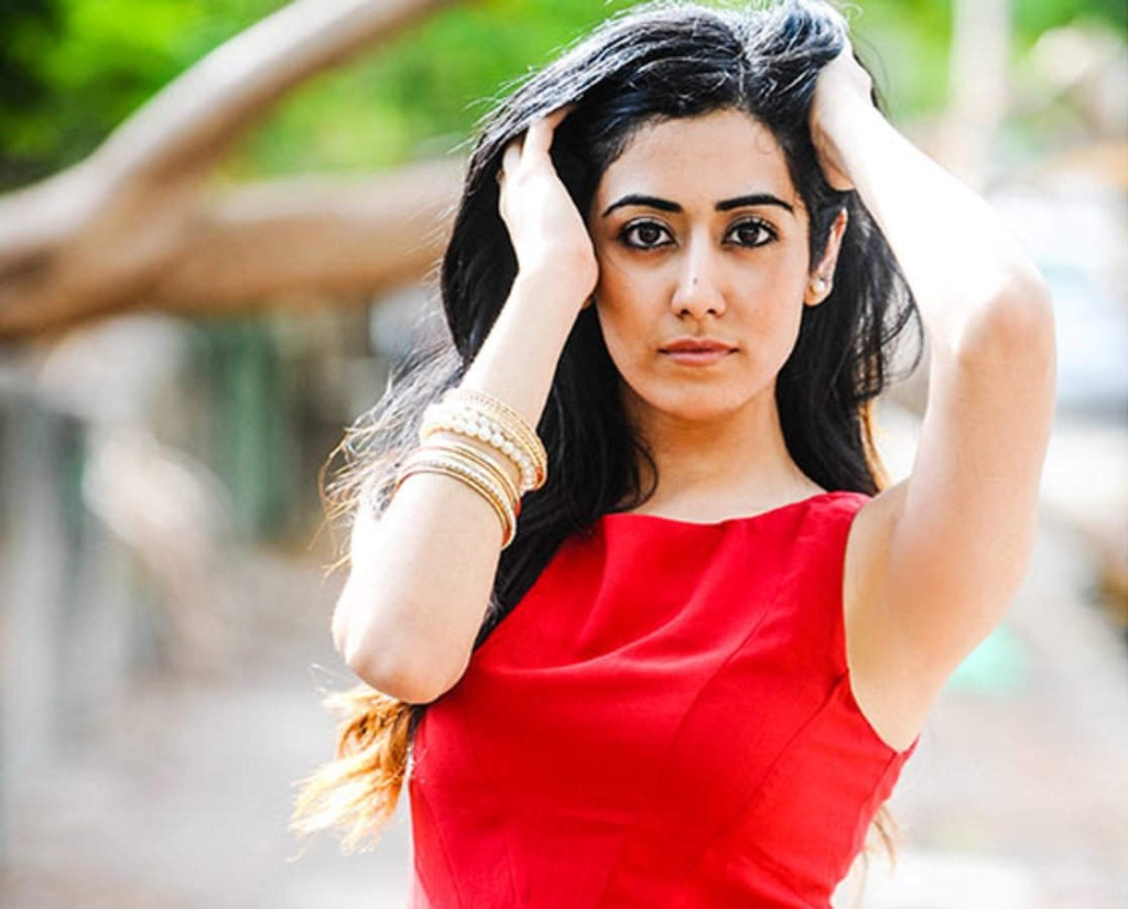 Jonita Gandhi Wiki, Age, Family, Movies, HD Photos, Biography, and More 97