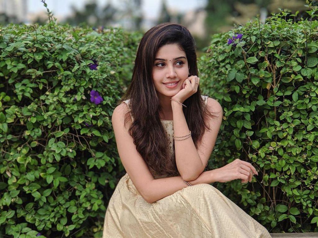 45+ Gorgeous Photos of Miss South India Lakshmi Menon 40