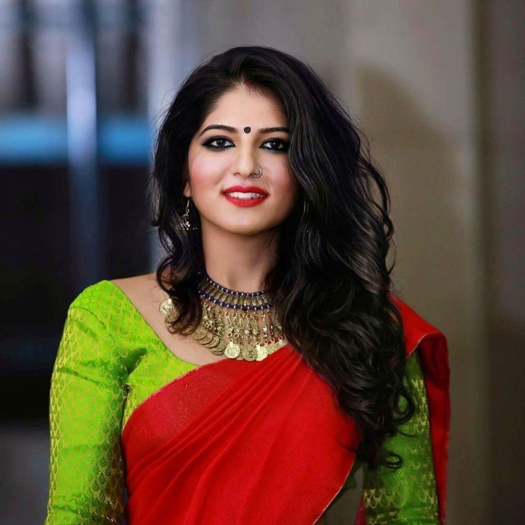 42+ Gorgeous Photos of Aswathy S Nair 37