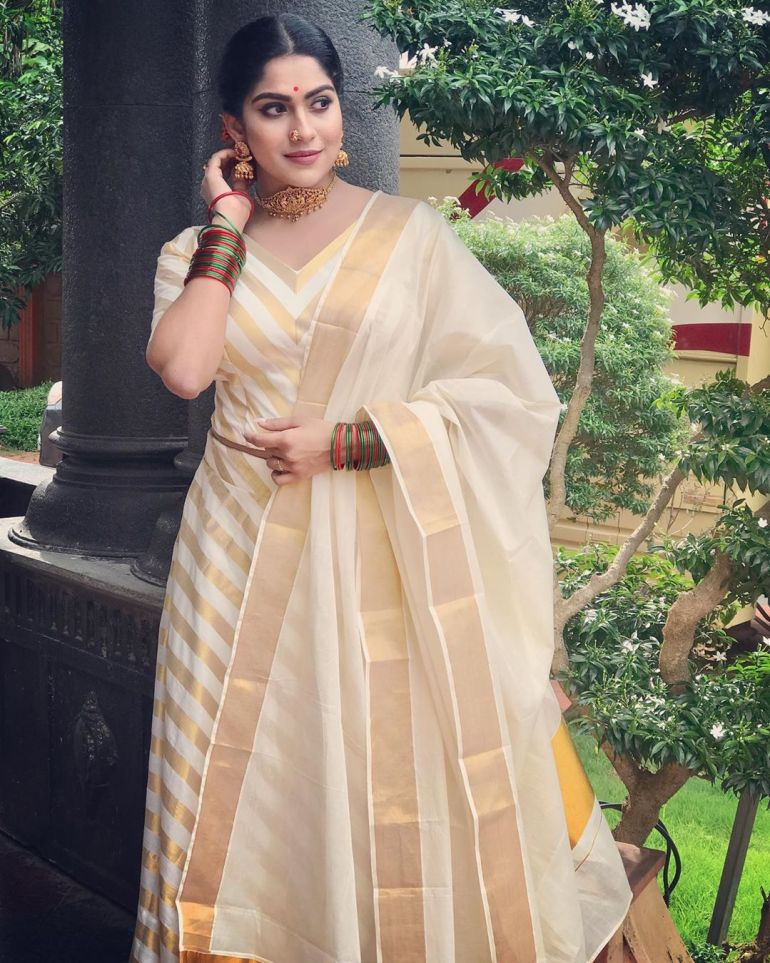Swasika Vijay 27+ Beautiful Photos, Wiki, Age, Biography, and Movies 111