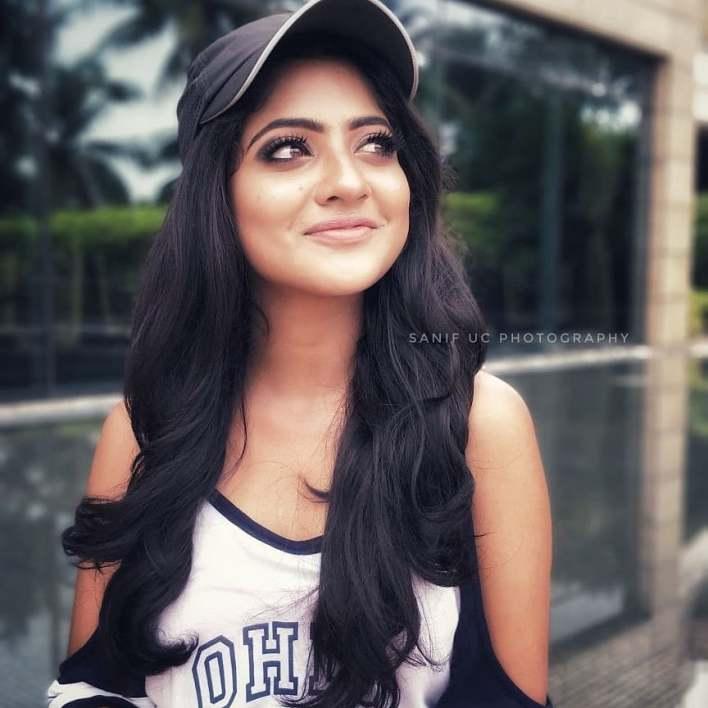 21+ Lovely Photos of Nandana Varma 8
