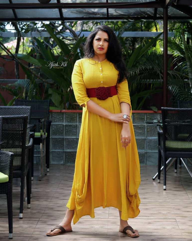 Sadhika Venugopal 39+ Beautiful Photos, Wiki, Age, Biography, and Movies 58