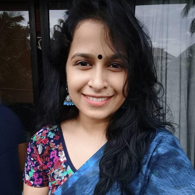 Sadhika Venugopal 39+ Beautiful Photos, Wiki, Age, Biography, and Movies 73