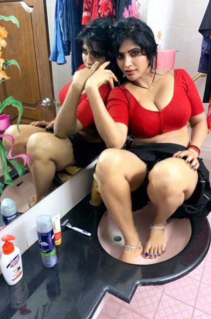 24+ Stunning Photos of Shree Rapaka (aka Sweety Naked Nanga Nagnam Movie Fame) 9