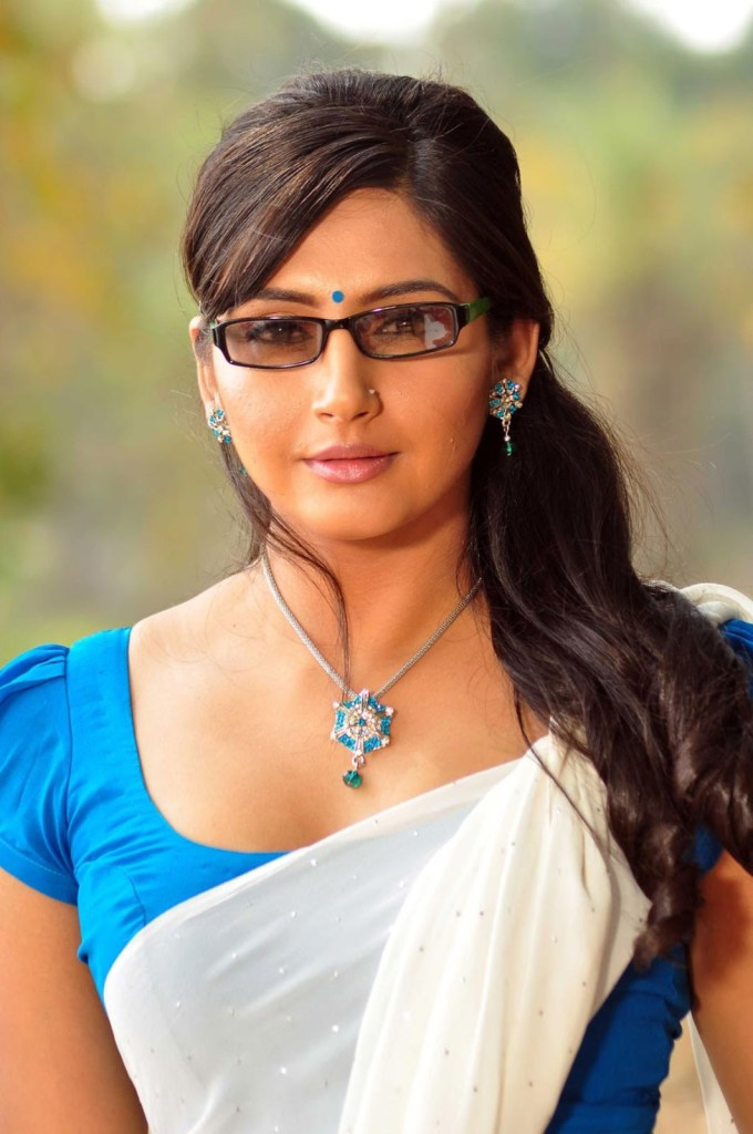 36+ Beautiful Photos of Ragini Dwivedi 1