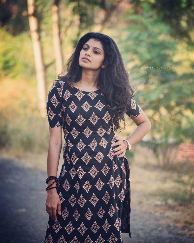 Shruthi Rajanikanth (Sruthi Rajanikanth) Wiki, Age, Biography, Movies, Serial and Beautiful Photos 94