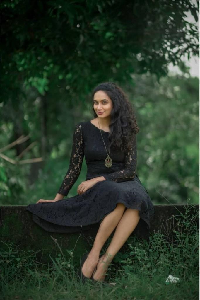 34+ Beautiful photos and Wiki, Biography of Nileen Sandra 79