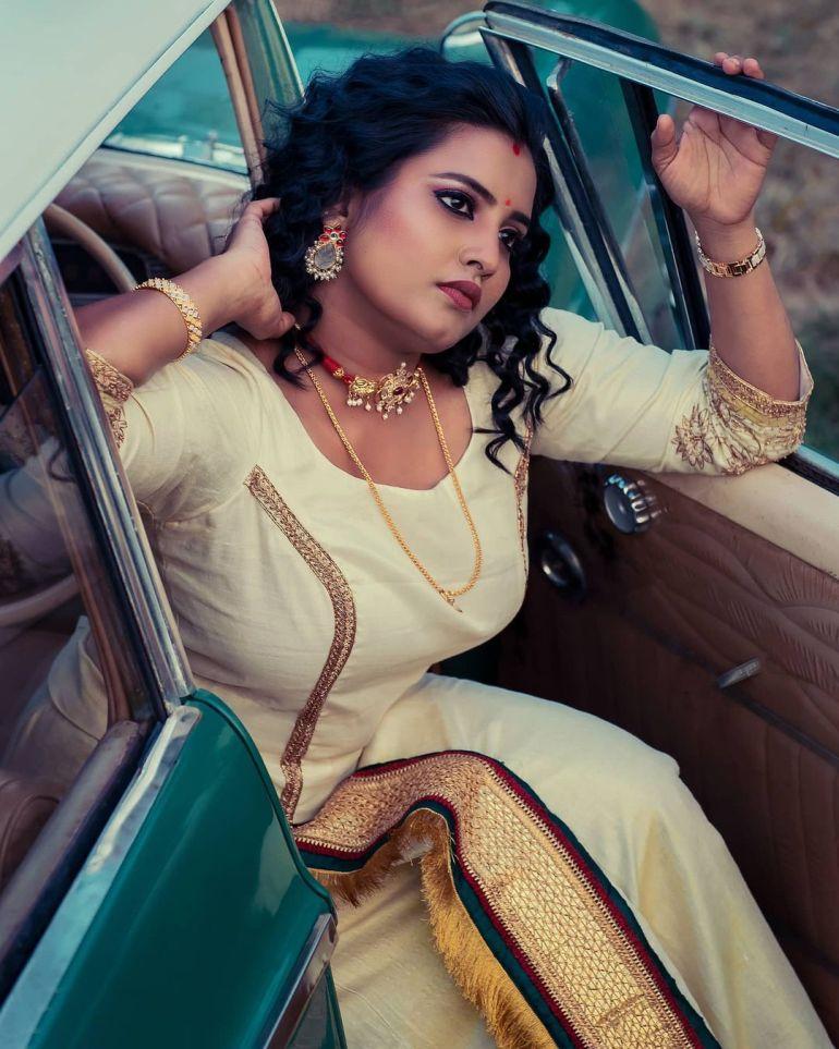 73+ Gorgeous Photos of Roshna Ann Roy 71