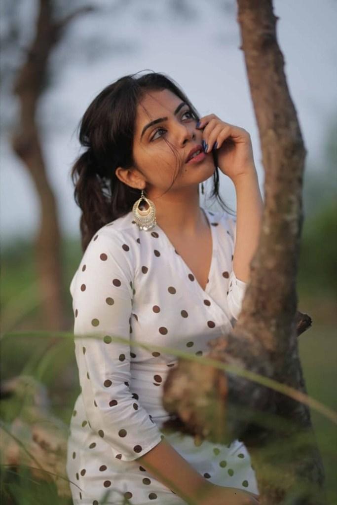 Vidhya Vijayakumar Stunning Photos, Biography, Wiki, Husband, Family, Instagram 19