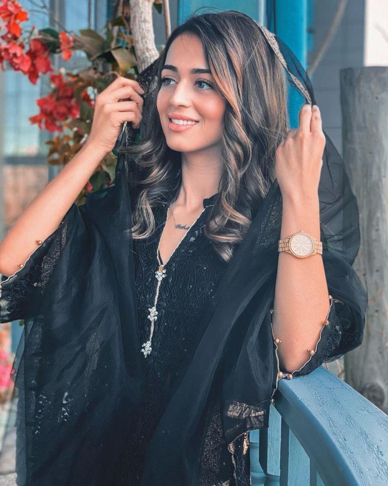 Jumana Khan Wiki, Age, Biography, Movies, Tik Tok, and Gorgeous Photos 112