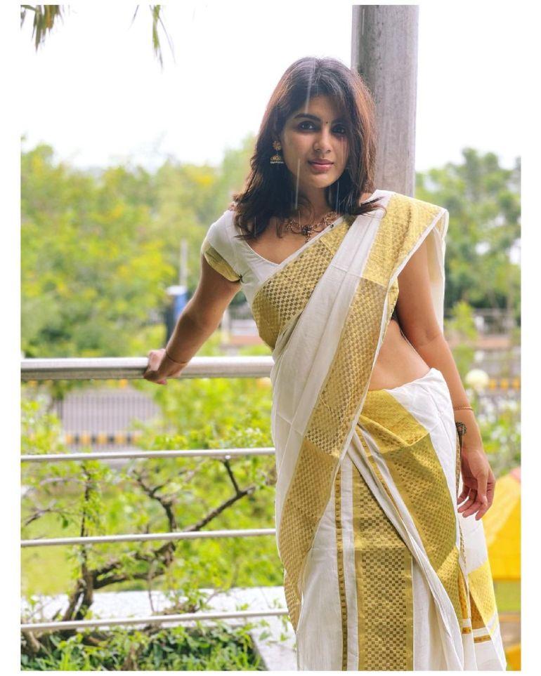 Samyuktha Menon Wiki, Age, Boyfriend, Movies, Family, Biography & Gorgeous Photos 79