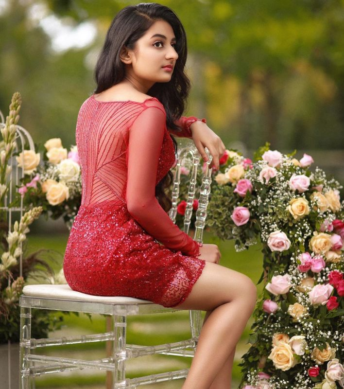 Check These 21+ Beautiful Esther Anil Photos 20