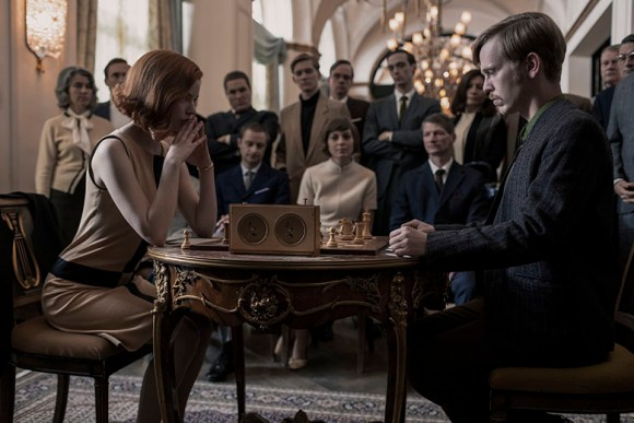 THE QUEEN'S GAMBIT (L to R) ANYA TAYLOR-JOY as BETH HARMON and SIMON JENSEN as ALEC BERGLAND in episode 106 of THE QUEEN'S GAMBIT Cr. PHIL BRAY/NETFLIX © 2020