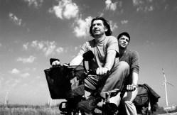 videodrome – Ο ΚΟΣΜΟΣ ΕΙΝΑΙ ΜΕΓΑΛΟΣ ΚΑΙ Η ΣΩΤΗΡΙΑ ΤΗΣ ΨΥΧΗΣ ΒΡΙΣΚΕΤΑΙ ΣΤΗ ΓΩΝΙΑ του Στεφάν Κομαντάρεφ